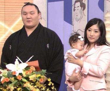 朝青龍の妻の画像